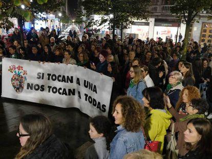 Participantes del encuentro feminista de Gijón este sábado en una protesta contra los asesinatos machistas / En vídeo, las mujeres que organizaron la huelga del 8M EPV
