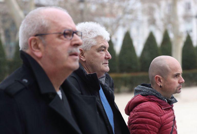 Desde la izquierda, Juan Mari Olano; Antonio López Ruiz, Kubati; y Haimar Altuna, a su llegada este martes a la Audiencia Nacional para declarar.