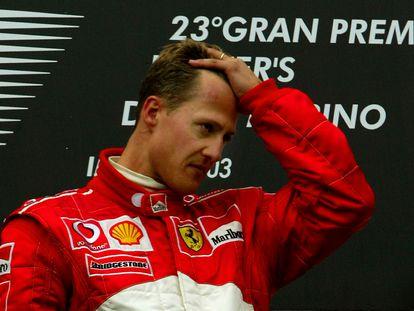 El piloto Michael Schumacher, en el podio del gran Premio de San Marino, en 2003.