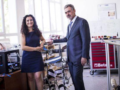 Gustavo Lorenzo junto a la investigadora del CSIC Elena García.