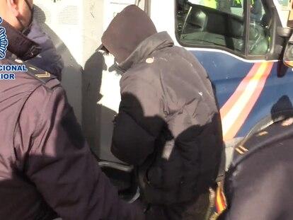Uno de los seis detenidos en la operación antidroga de este martes en la Cañada Real Galiana de Madrid.