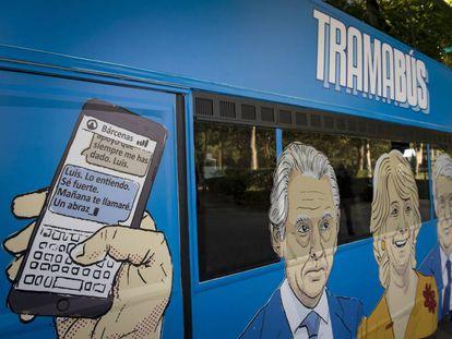 Autobús fletado por Podemos contra la que consideran la trama corrupta.