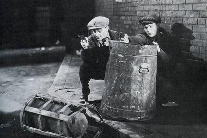 James Cagney, a la izquierda, en 'El enemigo público' (1931), de William Wellman, filme impulsor de la mitología gansteril.