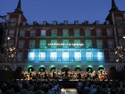 Concierto de la Orquesta de la Comunidad de Madrid en la plaza Mayor