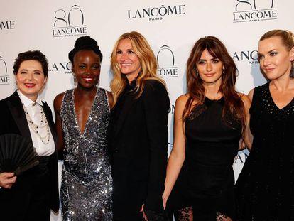 Isabella Rossellini, Lupita Nyongo, Julia Roberts, Penélope Cruz y Kate Winslet, embajadoras de la marca Lancôme, en 2015.
