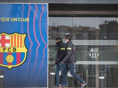 Los Mossos, en las oficinas del Camp Nou en busca de documentación.