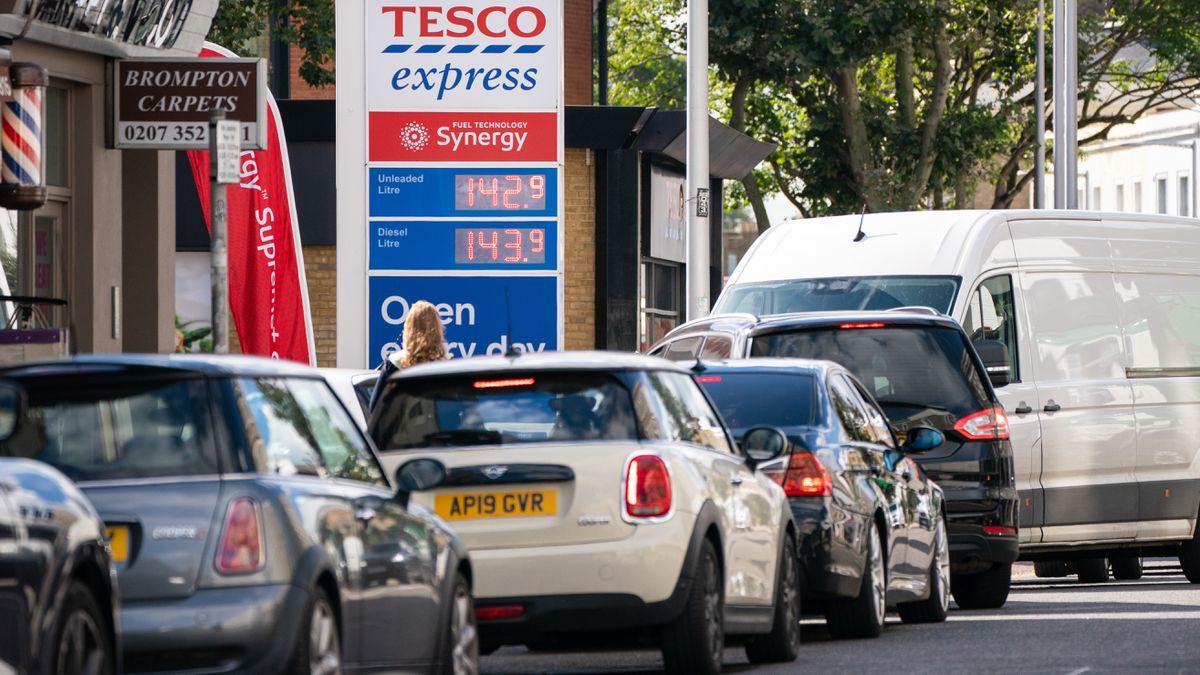Boris Johnson recurrirá al ejército en los próximos días para aliviar la crisis de las gasolineras