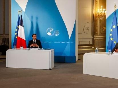 El presidente francés, Emmanuel Macron, y el presidente del Consejo Europeo, Charles Michel, en el palacio del Elíseo, en París, en noviembre de 2020.