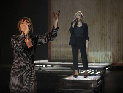 Nathalie Poza, con Carmen Machi detrás, en 'Prostitución'.