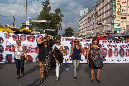 Algunas de las madres de los desaparecidos en una protesta en 2014.