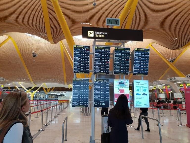 Paneles del aeropuerto de Madrid-Barajas.