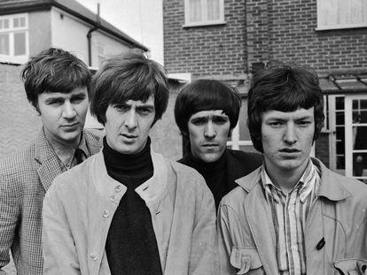 The Spencer Davis Group en 1966: de izquierda a derecha, Pete York, Spencer Davis, Muff Winwood y Steve Winwood, Hertfordshire (Inglaterra).