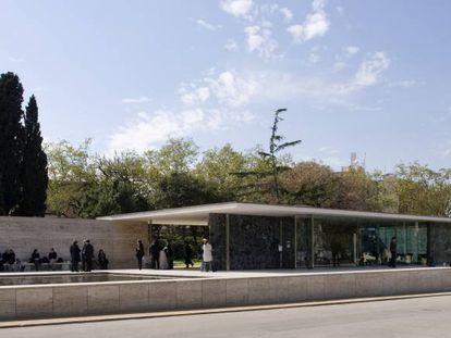 Panorámica del edificio creado en Barcelona por Lilly Reich y Mies van der Rohe para la Exposición Internacional de 1929.