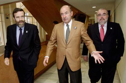 De izquierda a derecha, De la Dehesa, Roca y Gómez Navarro, antes de presentar la campaña.