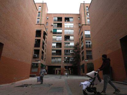 Un edificio de viviendas en el barrio de San Blas, en Madrid.