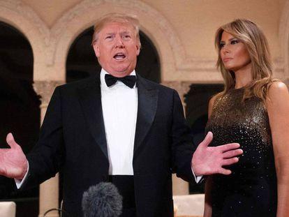 El presidente de Estados Unidos, Donald Trump, junto a su esposa, el pasado 31 de diciembre en Palm Beach, Florida (EE UU).