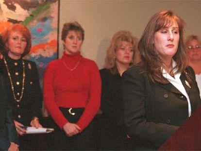 Algunas de las demandantes en el caso contra Smith Barney en 1998, similar a la denuncia contra Dresdner.