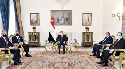 Egyptian President Abdel Fatah Al Sisi chairs a meeting with US Secretary of State Anthony Blinken in Cairo on May 26, 2021.
