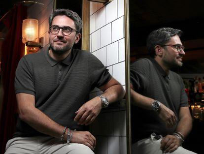 El escritor Maxim Huerta en el Cafe Central de Madrid