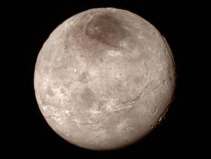 La región oscura al norte de la luna de Plutón Caronte se ha bautizado como Mordor