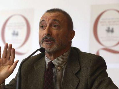 Arturo Pérez Reverte, durante la presentacíon de la edición popular y escolar del Quijote, adaptada por él.