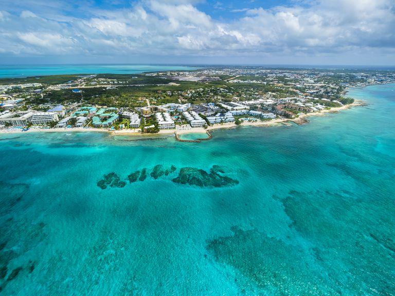 Vista aérea de George Town, capital de las islas Caimán.