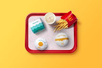 Con los nuevos diseños de sus envases, McDonald's apuesta por la simplicidad. Las bolsas, las cajitas y los vasos son un guiño a los ingredientes de los productos que contienen.