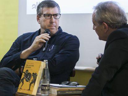 Guillermo Altares y Xavier Vidal-Folch, en la presentación del libro del primero.