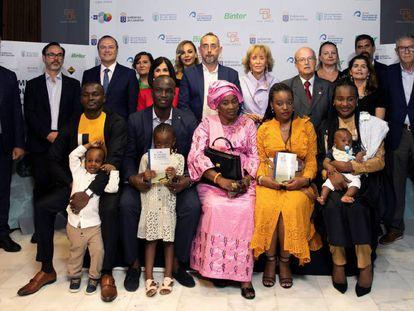 La Agencia EFE y Casa África entregaron ayer el Premio Saliou Traoré en su primera edición al periodista grancanario José Naranjo, por una serie de reportajes publicados en La Provincia.