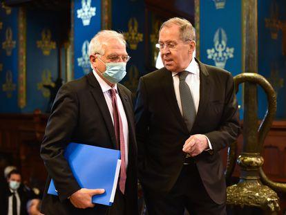 Josep Borrell y Serguéi Lavrov, el pasado viernes en Moscú, antes de su reunión.