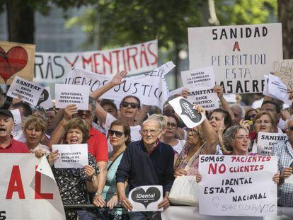 Protesta de afectados por el cierre de clínicas iDental.