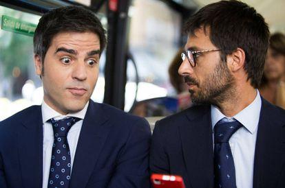 """Tres errores en un pie de foto. """"Contra más"""" habla Hugo Silva con Ernesto Sevilla más """"bizarro"""" le parece. En la imagen, """"ambos dos"""" en la película 'Tenemos que hablar' (2016)."""