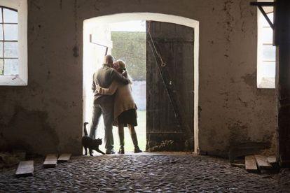 En la novela de Moreno, una pareja en crisis se retira a un pueblo lejano para emprender una vida más intensa y natural.