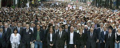 Multitudinaria manifestación en Bilbao tras el asesinato del policía Eduardo Puelles