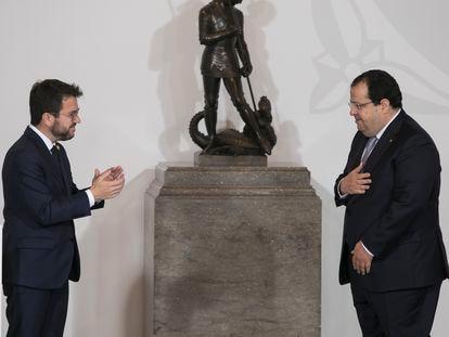 Joan Ignasi Elena toma posesión del cargo como consejero del Interior acompañado del presidente Aragonès.