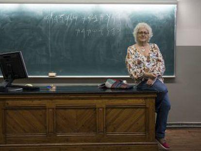 Maria Josep Estanyol, de 67 años, lleva 43 impartiendo clases de cultura cartaginesa y lengua fenicia en la Universidad de Barcelona. Es la última maestra de esta especialidad en activo en España