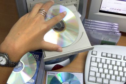 Varios CD y DVD.