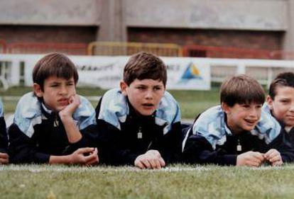 Casillas de niño (segundo por la izquierda) con otros compañeros de las categorías inferiores del Madrid.