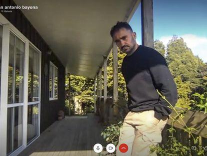 Juan Antonia Bayona, director de cine, retratado por Skype desde Nueva Zelanda.