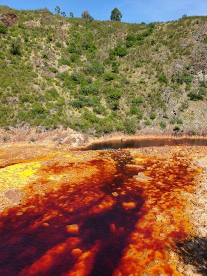 Aguas del Río Tintillo, afluente del Odiel, cerca de las minas de cobre. ECOLOGISTAS EN ACCIÓN