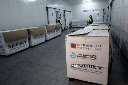 Cajas con la vacuna rusa Sputnik V en un almacén de Trípoli, la capital de Libia, el 4 de abril.