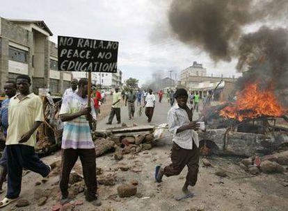 Los seguidores del líder opositor, Raila Odinga, se han desplazado hasta el centro de Nairobi contra el presidente. En Kisivu también se han producido enfrentamientos.