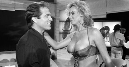 'La Veneno' junto al presentador Pepe Navarro, en 1997.
