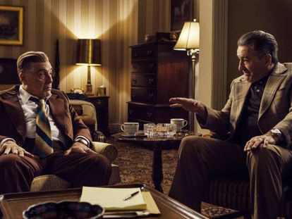 Al Pacino, como Jimmy Hoffa, y Robert De Niro, que encarna a Frank Sheeran, en 'El irlandés'. En el vídeo, Boyero habla de la película.