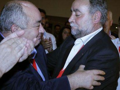 Pastrana felicita a su sucesor, Francisco Fernández, tras ser elegido el pasado mes de mayo.