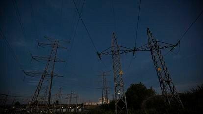Torres del tendido eléctrico en la zona norte de Madrid.