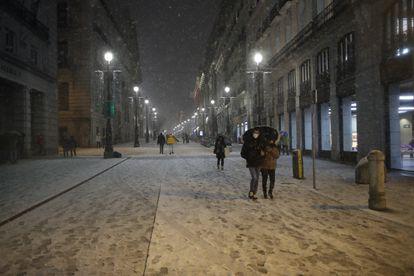 Nieve en Puerta del Sol de Madrid por el temporal Filomena.  Foto Samuel Sánchez
