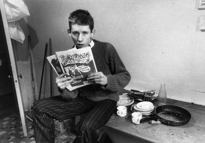 Shane MacGowan, 19, then editor of the punk fanzine 'Bondage', in Well Street (London).