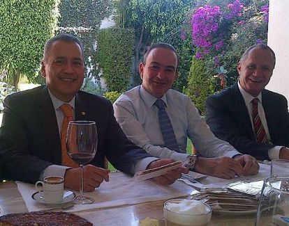 Manlio Fabio Beltrones, Jorge Estefan Chidiac y Alejandro Capdevielle durante un evento de negocios.