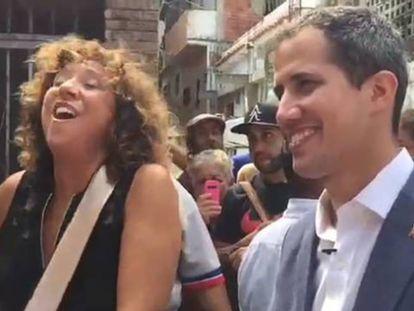 Juan Guaidó y Rosana improvisan con música en un barrio de Venezuela